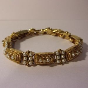 "Jewelry - Vtg Gold Tone Faux Pearl Bracelet 7.5"" L"